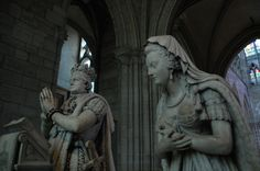 beautiful memorial statues by Edme Gaulle and Pierre Petitot of Marie Antoinette and Louis XVI at Basilica St. Basilica Of St Denis, French Royalty, Gothic Cathedral, Paris, Memento Mori, Marie Antoinette, Cemetery, Saints, Graveyards