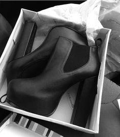 black high heels boots