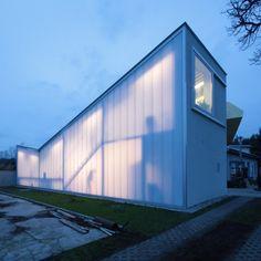 Anbau für einen Bildhauer - Atelier in Warschau von Piotr Brzoza Architekten