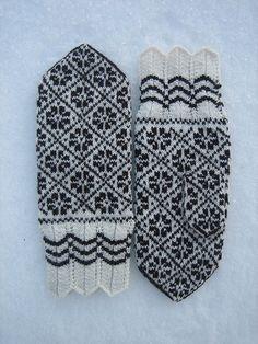 Halliste Mittens 3, Jan. 2010 by yarn jungle, via Flickr Knitted Mittens Pattern, Knit Mittens, Knitting Socks, Knitting Stitches, Mitten Gloves, Knitting Patterns, Fair Isles, Knitting Accessories, My Heritage
