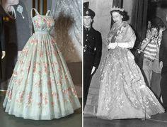 Серо-голубое платье из шелковой органзы от Hardy Amies королева надевала на торжественный ужин в губернаторской резиденции в Новой Шотландии в 1959 году