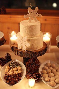 Wintery snowflake wedding cake. Photo by Aaron Snow Photography. www.wedsociety.com #winter #wedding