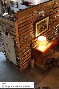 dividir espacios, ambientes, separar espacios, biombos, paneles, palés, cortinas, madera, troncos de madera