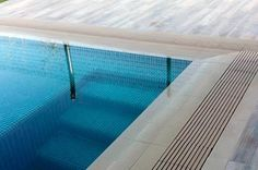 La rejilla cerámica de KlinkerTech es la mejor opción para tu piscina desbordante