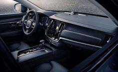 Volvo V90 Cross Country Interior: Excellent materials inside, 23-centimeter (9.1-inch) touch screen.