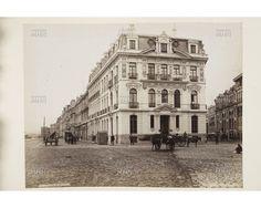Avda. Errázuriz, carretas y el Edificio Cousiño, construido el año 1890 por el arquitecto Esteban Harrington.  Actualmente se le conoce como Edificio Dacal.    ----    Fotog.: Félix Leblanc    ----    M.H.N.