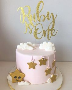 Twinkle twinkle little star, do you know how loved you are? 1st Birthday Cake For Girls, Girl Birthday Themes, First Birthday Cakes, Baby Birthday, Birthday Ideas, Baby Girl Cakes, Cupcake Cakes, Cupcakes, Star Cakes