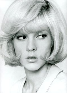 Sylvie Vartan Pin Up Hair, Love Hair, Great Hair, Vintage Hairstyles, Up Hairstyles, 80s Actresses, 1960s Hair, French Pop, Francoise Hardy