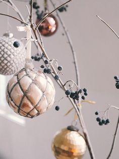 Jul i stuggu (camillapihl. Christmas Bulbs, Camilla, Holiday Decor, Home Decor, Interior Design, Home Interior Design, Home Decoration, Decoration Home, Interior Decorating