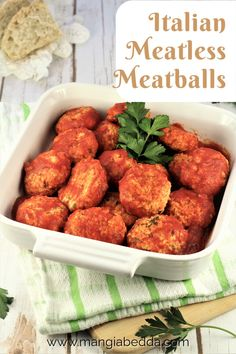 The perfect example of poor man's food, meatless meatballs made with bread and cheese. #meatlessmeatballs #polpettedipane
