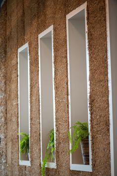 #equestrian #horsebarn #beautifulbarn #horsestable #barnsofinstagram #stablestyle #equestrianstyle #equestrianlife #equestrianism #equestrianlifestyle  #straw #interiordesign #interior #strawwall #wallideas Horse Stables, Equestrian Style, Mirror, Interior Design, Wall, Plants, Beautiful, Instagram, Home Decor