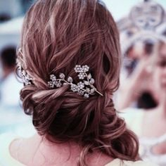#8600  lovecinderella  Gorgeous flowers in your hair ... glamorous and indie brides - there's something for both!