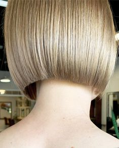 Blunt Bob Haircuts, Short Bob Hairstyles, Short Blunt Bob, Blond Bob, Blunt Hair, Undercut Bob, Shaved Nape, Straight Bangs, Hair Models