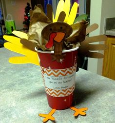 Love this Starbucks Turkey craft! Wonderful gift for a parent or teacher Xmas Gifts, Craft Gifts, Cute Gifts, Diy Gifts, Best Gifts, Thanksgiving Teacher Gifts, Thanksgiving Gifts, Daycare Gifts, Presents For Teachers