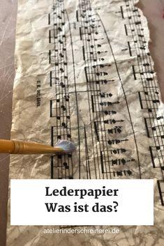 Diy Lederpapier #artjournalmixedmediainspiration Lederpapier ist Papier in Lederoptik, das sich gut zum Gestalten von Mixed Media Art, Art Journals, Sketchbooks, Heftumschlägen oder Postkarten eignet. In unserem Tutorial zeigen wir dir, wie du es ganz einfach selbst herstellen kannst. #papier #diy #herstellen #basteln #lederpapier #mixedmedia #artjournal #inspiration #ideen #gestalten #einfach #tutorial #spaß #anleitung