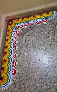 Border rangoli designs are usually made at the entrance of pooja room or the house. People also make border rangoli along the exterior wall of the house. Rangoli Designs Photos, Easy Rangoli Designs Videos, Rangoli Designs Latest, Rangoli Designs Flower, Rangoli Border Designs, Small Rangoli Design, Colorful Rangoli Designs, Rangoli Ideas, Rangoli Designs Diwali