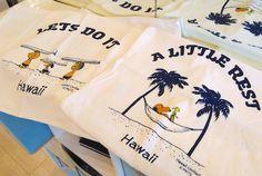 2017年ハワイ!$20以下で大満足のときめくお土産を探すべく、ホノルルはワイキキ、アラモアナと足を運んで徹底取材!ハワイ限定商品や新商品も多数♪$20以下編その②です♪2016年大変人気のあったシリ... Peanuts, Hawaiian, Random, Travel, Shopping, Viajes, Destinations, Traveling, Trips