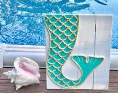 Handmade Mermaid Cove Mermaid with Rope Beach Pallet Art Coastal Decor Mermaid Art Rope Art Pallet Art Mermaid Sign Mermaid Arte Pallet, Pallet Art, Pallet Wood, Wood 8, Mermaid Sign, Mermaid Art, Mermaid Cove, Flip Flop Art, Flip Flops
