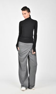 Loose cotton overlapped drop crotch pants / Dress Casually / casual outfits for women Fashion Pants, Look Fashion, Fashion Outfits, Womens Fashion, Drop Crotch Pants, Pants For Women, Clothes For Women, Casual Chic, Casual Outfits