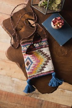 Channel your inner bohemian spirit with this trendy bag. This cute little bag is both functional and stylish. The fabric made with tapestry crochet and Java (100% hemp) as quite sturdy, yet still soft.