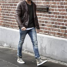 My name's Jonathan i'm french from Paris, i like fashion as you can see! This blog allows to help...