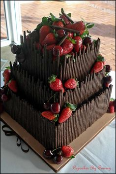Find images and videos about food, chocolate and cake on We Heart It - the app to get lost in what you love. Gorgeous Cakes, Pretty Cakes, Cute Cakes, Yummy Cakes, Amazing Cakes, Food Cakes, Cupcake Cakes, Chocolate Lovers, Chocolate Cake