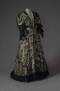 ~Dress, 1900-05  From theMode Museum~ Interesting lower dress/hem detail