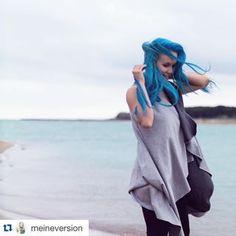 > KUKLA < – MADAME KUKLA www.madamekukla.com #variable #wrapdress #makeityours #diy #sleeveless #doubleface #grey #madamekukla #italy #lisa #meine version #testimonial #bluehair Blue Hair, Wrap Dress, Lisa, Cover Up, Italy, Grey, Face, How To Wear, Outfits
