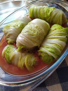 Gołąbki z kapusty pekińskiej - pyszne i szybkie! - DoGarow.pl Cabbage, Dinner, Vegetables, Recipes, Food, Diet, Dish, Essen, Recipies