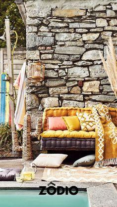 C'est l'été, les températures remontent, c'est le moment de vous réapproprier votre extérieur, que vous ayez un jardin ou une terasse laissez-vous aller à la détente pendant cette période estivale. Découvrez notre déco extérieur Santa Cruz moderne, tendance et bohème en magasin et sur Zodio.fr ! Moment, Firewood, Lemon, Texture, Yellow, Crafts, Gardens, Santa Cruz, Exterior Decoration