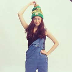 Gita Dewi Lestari wrapped her up with LEAF Good Times Spring Pom Beanie