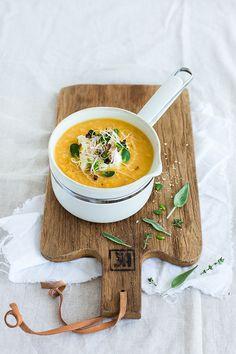 La soupe de lentilles corail | Carnets Parisiens Red Lentil Recipes, Veggie Recipes, Soup Recipes, Vegetarian Soup, Healthy Soup, Mediterranean Cookbook, Red Lentil Soup, Delicious Vegan Recipes, Food Design