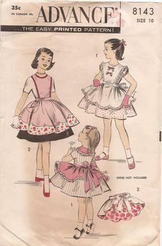 Advance 8143 girls' aprons