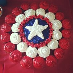 Pull apart Captain America Cupcake Cake great for kids parties can also adapt this for 4th July :) :) #cakedecoratingcourses #kidscakes #birthdaycakes