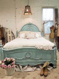 Love the head and footboard, beautiful color of soft aqua, too ~❥