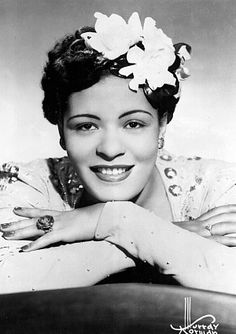 Undeniably gifted and extraordinarily talented, Billie Holiday was one of the most important blues/jazz singers of the Twentieth Century. Billie Holiday, Louis Armstrong, Blues Rock, Divas, Gravure Photo, Pin Up, Bless The Child, Lady, Pop Rock