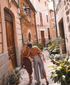 what best friends are for amazing Tagged with aesthetic best friends friendship girls happy light aesthetic light indie q'd travel Photos Bff, Friend Pictures, Best Friend Goals, Best Friends, Poses Photo, Polka Dot Mini Dresses, Estilo Hippie, Travel Aesthetic, Adventure Is Out There