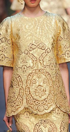 Dolce & Gabbana Spring 2014 by lessie Couture Details, Fashion Details, Fashion Design, Couture Fashion, Runway Fashion, Womens Fashion, Filipino Fashion, Philippine Fashion, Gold Fashion