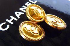 """Pulsanti di CHANEL, Vintage, autentico molto raro, metallo tono oro, Logo CC, dimensioni 0,8"""" 2 cm, stampato sul retro, prezzo per 1 bottone, solo 1 sinistra!"""
