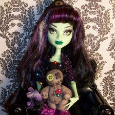"""My mom's #monsterhigh OC #witch Chérie LaBoo is a practitioner of #Voodoo, so I made her pet a Voodoo doll named """"Mumbles"""". :3 #ooak #custom #sculpt #polymer #clay #arts #crafts #doll"""