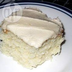 Glaçage à gâteaux: 1/2 tasse de margarine,  1/2 tasse de shortening,  1/8 c. à thé de sel,  1 ½ c. à thé d'extrait de vanille,  5 tasses de sucre à glacer,  1/4 tasse de lait