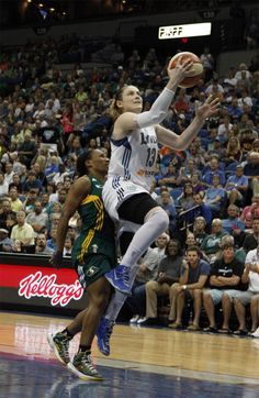 Lindsay Whalen earned 22 points and 7 assists as the Minnesota Lynx dispatched the Seattle Storm 90-72 for their 9th straight win and 18th straight regular season home win.