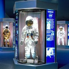 Houston weekend trips for first-timers Exhibition Models, Museum Exhibition Design, Memorial Architecture, Interactive Exhibition, Innovation Lab, Space Museum, Space Center, Science Museum, Air Show