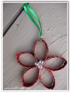 Create a #DIY Christmas Flower Ornament from recycyled crafts. Get inspiration!