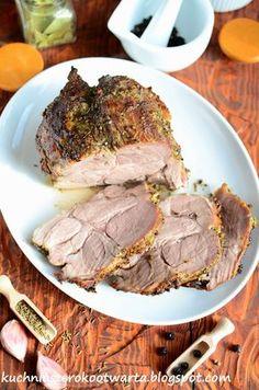 Lubię aromatyczne mięsa pieczone w całości. Ich przygotowanie zajmuje chwilę, a z doborem ulubionych przypraw możemy zaszaleć. Tak upieczony...