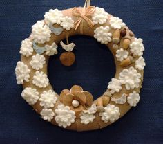 Burlap wreath with snow flakes  welcome white by Ghirlandiamo
