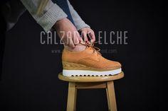 ef45d753f9 Los zapatos con cordón o bluchers siguen en tendencia 🔝 Blucher mina en  color negro y camel ❌17€❌ 🌐www.zapatosbaratos-lowcost.com