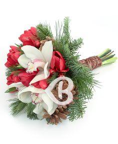 Buchetul elegant poate fi oferit și pentru a transmite felicitări sincere și urări de la mulți ani cu ocazia trecerii în noul an, precum și sănătatea și prosperitatea, sau poate fi plasat pe masa festivă pentru a semnifica abundența.În mărimea normală acest produs conţine: 5 cupe orhidee cymbidium albe, 10 lalele roșii, globuri, verdeață Christmas Wreaths, Holiday Decor, Home Decor, Decoration Home, Room Decor, Home Interior Design, Home Decoration, Interior Design