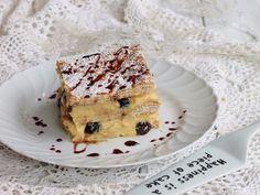 La torta millefoglie crema e amarena è un classico tra i dessert italiani. Pasta sfoglia, crema pasticcera e amarene per un dolce unico.