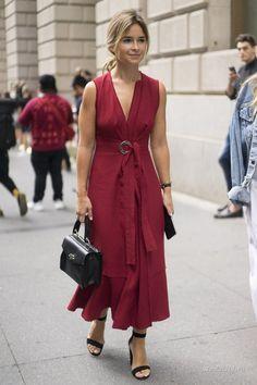 Продолжаем следить за уличным стилем гостей недели моды в Нью-Йорке. В этом образе запоминающиеся аутфиты Джованны Баттальи, Оливии Палермо, Софи Валкерс и других популярных модных персон.